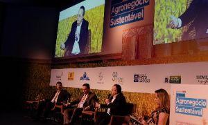 Taques discute exportação de alimentos em Fórum Sustentável em SP