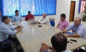 Prefeito se reúne com empresários para tratar de iluminação pública