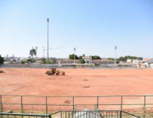 Máquinas iniciam preparação para colocação de gramado no Estádio Dutrinha (Crédito: Reprodução)