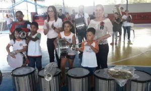 Prefeitura entrega instrumentos para formação de fanfarras nas escolas (Crédito: Reprodução)