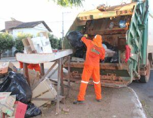 Sem coleta de lixo, prefeitura multa empresa em R$ 300 mil e dá prazo de 15 dias para retomada dos serviço (Crédito: Reprodução)
