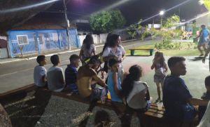 Crianças são agredidas em praça devido brincadeira com bola (Crédito: Reprodução)