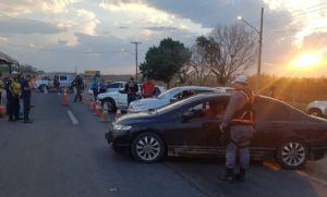 Blitz da 'Lei Seca' prende três e recolhe 12 CNHs na 'Estrada de Chapada (Crédito: Reprodução)