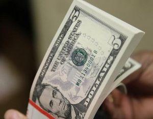 Dólar cai abaixo de R$3,85 com alívio sobre juros nos EUA