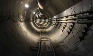 Elon Musk quer criar túneis mais largos capazes de transportar mercadorias (Crédito: Reprodução)