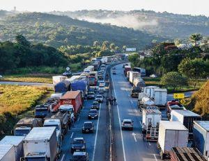 Já estão em vigor as novas regras do frete mínimo para caminhoneiros (Crédito: Reprodução)