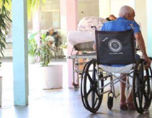 Auxiliares de enfermagem são afastadas por suspeita de maus tratos a idosos em abrigo (Crédito: Reprodução)