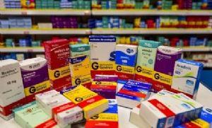Deputados propõem liberar venda de remédios sem aval da Anvisa (Crédito: Reprodução)
