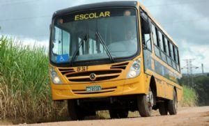 Justiça: Prefeitura abasteceu ônibus escolar que não tinha rodas (Crédito: Reprodução)