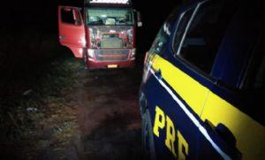 Motorista de caminhão vítima de assalto é mantido refém por horas em matagal (Crédito: Reprodução)