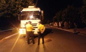 Setrat faz operação para impedir entrada de carretas no perímetro urbano (Crédito: Reprodução)