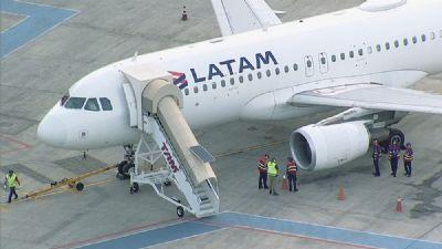 Avião da Latam faz meia-volta após piloto relatar pássaro na turbina em Brasília