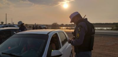 Blitz da Lei Seca prende cinco motoristas e autua 56 em Várzea Grande