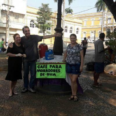 Café solidário alimenta a alma e o corpo de pessoas em situação de rua na capital