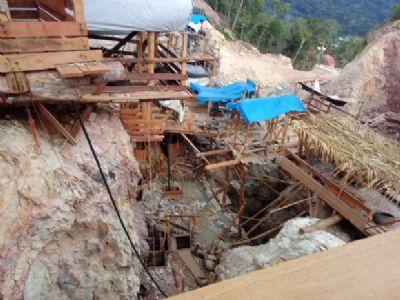 Polícia usará explosivos para implodir área de extração ilegal de ouro; 500 garimpeiros deixaram local
