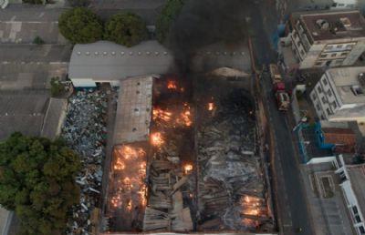 Incêndio de grandes proporções em prédio da Seduc é extinto após dez horas