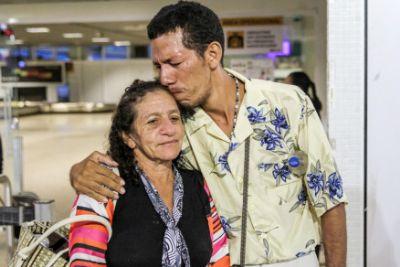 Mãe reencontra filho deficiente que estava desaparecido há 5 anos