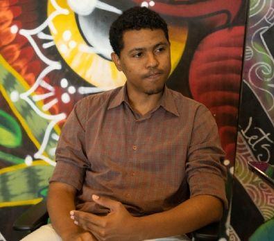 Filho de empregada doméstica se forma em Direito na UFMT e sonha em comprar casa para a mãe