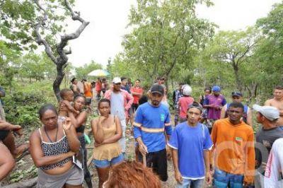 Despejados ocupam área vizinha e tentam retornar às casas
