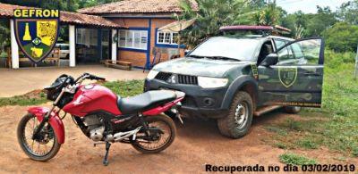 Suspeitos cobram R$ 1 mil de vítima para devolverem moto roubada
