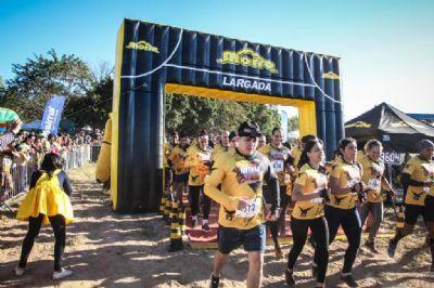'Rotam Extreme' reúne 1.500 atletas superando frio e obstáculos por causa social