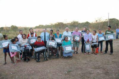 1ª dama vai à comunidades entregar cobertores da campanha Aquece Cuiabá