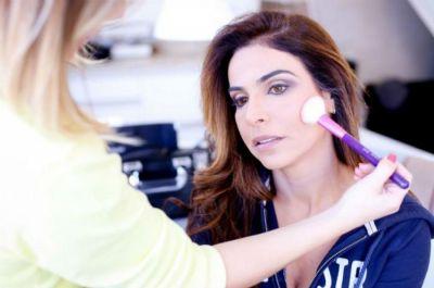 Sine Popular oferece limpeza de pele e maquiagem à candidatas na segunda-feira