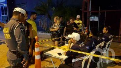 Blitz prende 5 motoristas alcoolizados e remove 24 veículos