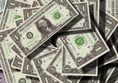 Dólar opera em alta com tensões renovadas ligadas à Previdência e cautela no exterior