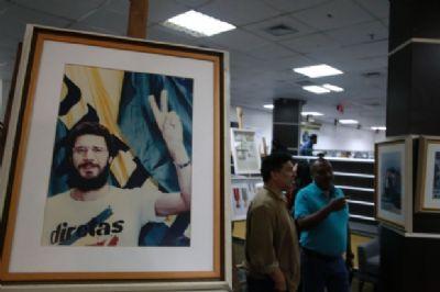 Exposição em homenagem a Dante de Oliveira fica até sexta-feira na ALMT