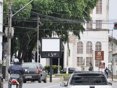 Temperatura cai e termômetros devem registrar mínima de 16° em Cuiabá