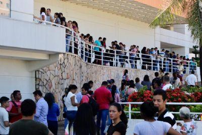 Oferta de emprego leva milhares para loja de material de construção em Cuiabá