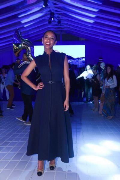 Taís Araújo brilha de longo Dior em festa na piscina do Copacabana Palace