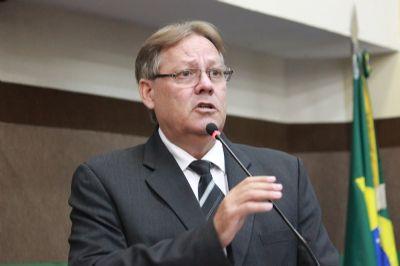 """O Regimento Interno está sendo rasgado ao meio no plenário da Câmara"""", declara Gilberto Figueiredo"""