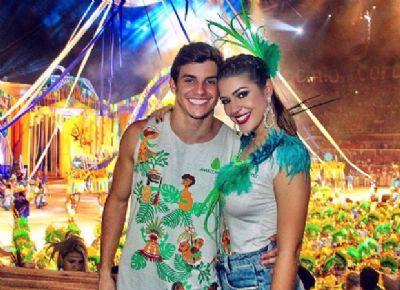 Ex-bbbs Vivian e Manoel curtem festival de Parintins