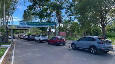Vacinação é retomada em Cuiabá e profissionais da saúde formam fila para aplicação da 2ª dose contra a Covid-19