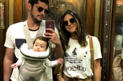 Bruno Gissoni e Yanna Lavigne passeiam com Madalena em Lisboa